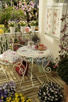 Pretty shabby chic balcony