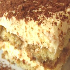 This is a delicious dessert. Tiramisu is a very traditional Italian dessert cake. It is made of lady finger biscuits dipped in espresso coffee and layered with Italian cheese. Tiramisu translates to. Low Carb Desserts, Just Desserts, Delicious Desserts, Dessert Recipes, Yummy Food, Fun Food, Bolo Tiramisu, Tiramisu Dessert, Food Cakes