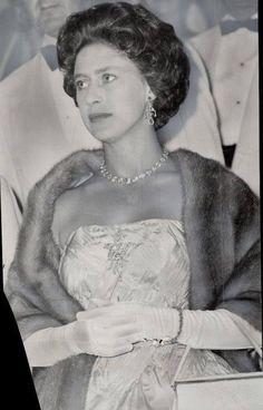 Choosing Your Evening Dress – FashionMoja Princess Elizabeth, Princess Margaret, Queen Elizabeth Ii, Duke And Duchess, Duchess Of York, Windsor, Queen's Sister, Peter Townsend, Margaret Rose