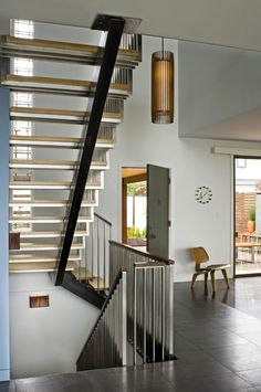 Central stringer supporting timber treads with stainless steel flat balusters. Via John Lum Architecture