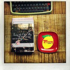 Facing the Other Way la storia della by ilgiako Blackberry, Typewriter, Phone, Face, Instagram Posts, Telephone, Blackberries, Typewriters, Phones