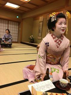 Oiran & Geisha | The current minarai of the Kanoya okiya (Gion...