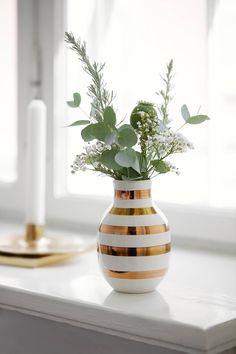 Den lille Kähler jubilæumsvase er 12,5 centimeter høj og bliver solgt for 199 kroner. (PR-Foto)