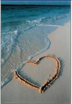 sand heart // summer time at the beach Heart In Nature, Heart Art, I Love Heart, Heart Pics, Heart Pictures, Happy Heart, I Love The Beach, Beach Bum, Belle Photo