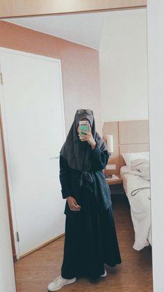 #ootd #ootdhijab #mirrorselfie #selfie #mirrorselfiehijab #muslimah #muslimahootd Ootd Hijab, Casual Hijab Outfit, Girl Hijab, Modern Hijab Fashion, Hijab Fashion Inspiration, Muslim Fashion, Hijab Gown, Islam Women, Muslim Hijab