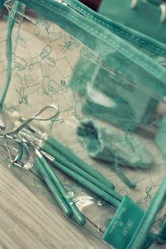 Kuinka purjehtijaksi tullaan: Tiffany Blue - Cailap by Mariela Sarkima #Cailap #MarielaSarkima #beauty Eyelash Curlers, Smoky Eyes, Tiffany Blue, Hair And Nails, Eyelashes, Classic Style, Makeup, Inspired, Bag
