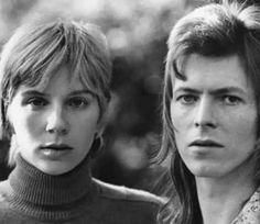 Haddon Hall halfway Ziggy haircut by Trevor Bolder Angie Bowie, David Bowie Born, David Bowie Starman, David Bowie Ziggy, Trevor Bolder, Just Deal With It, The Thin White Duke, Major Tom, Ziggy Stardust