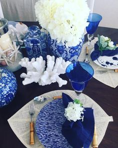 """39 curtidas, 1 comentários - FSCB (@beautifulthings2share) no Instagram: """"Blue and white, . . #tableware #tabledecor #tablesetting #chinoiserie #instatables #homedecor…"""""""