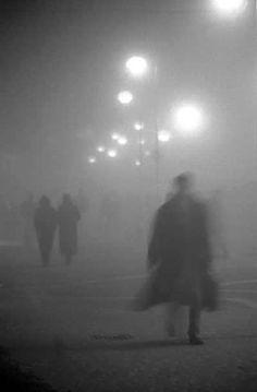 la nebbia moody fog photography blurry boardwalk, in the mist, shapes; it looks like Sherlock