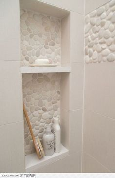 Pebble Tile Bathroom Shower Walls From white Carrara marble to black sliced pebble stones and beyond, discover the top 70 best bathroom shower tile ideas. Bad Inspiration, Bathroom Inspiration, Bath Remodel, Tub To Shower Remodel, Beautiful Bathrooms, Small Bathrooms, Narrow Bathroom, Dream Bathrooms, Small Baths
