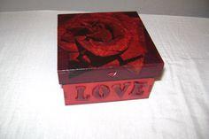 caja   de  san  valentin    decorada  con  decupage