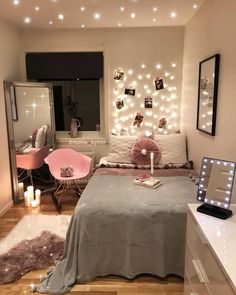 Decoration Ideas To Personalize Your Dorm Room With So explore the wonderful world of beautiful dorm room decorations and find IT . So explore the wonderful world of beautiful dorm room decorations and find IT . Cute Bedroom Ideas, Girl Bedroom Designs, Small Bedroom Ideas For Women, Room Ideas For Girls, Bedroom Ideas For Small Rooms Women, Teen Room Designs, Bedroom Styles, Aesthetic Room Decor, Small Room Bedroom