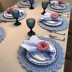 [New] The Best Home Decor (with Pictures) These are the 10 best home decor today. According to home decor experts, the 10 all-time best home decor. Crochet Design, Crochet Patterns, Comment Dresser Une Table, Beautiful Table Settings, Table Set Up, Napkin Folding, Table Arrangements, Deco Table, Crochet Home