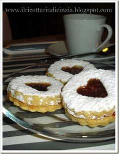 Biscuit with strawberry /Biscotti farciti alle fragole