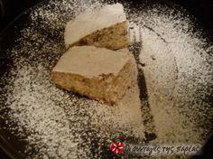 Είναι μία φανουρόπιτα μοναστηριακή, την έχω βρει από τη σελίδα του Αγίου Νεκταρίου, η οποία είναι πολύ απλή και πεντανόστιμη. Οι σταφίδες και τα καρύδια κάνουν τη διαφορά! Αξίζει να τη δοκιμάσετε... Greek Sweets, Greek Desserts, Greek Recipes, Sweets Cake, Cupcake Cakes, Eat Greek, Greek Cooking, Just Bake, Bread Cake