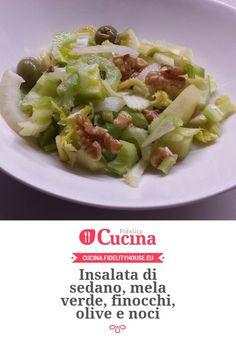 Insalata di sedano, mela verde, finocchi, olive e noci Raw Food Recipes, Italian Recipes, Vegetarian Recipes, Healthy Recipes, Antipasto, I Love Food, Good Food, Heath Food, Greens Recipe