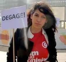 """Lina Ben Mhenni, plus connus sous le nom de """"Tunisian girl""""  La jeune blogueuse , milite toujours aujourd'hui contre le nouveau gouvernement."""