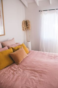 Home Decor Apartment Interior designing with French Linen has never been so easy with our Wildflower & Mustard bedding.Home Decor Apartment Interior designing with French Linen has never been so easy with our Wildflower & Mustard bedding Bedroom Inspo, Home Bedroom, Bedroom Decor, Queen Bedroom, Mustard Bedding, Mustard Bedroom, Diy Pinterest, Design Scandinavian, Home Interior