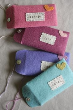 Make these super cute felt envelopes!  Originally for Valentines's Day, adapt them to any color....another very sweet way to give a money gift!