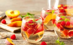 This Strawberry Mango Sangria combines so many summer favorites in one delicious drink! Perfect for parties, ladies' nights, or lazy summer weekends, this sangria is destined to become your new go-to drink! Fruity Sangria Recipe, Peach Sangria Recipes, Mango Sangria, Champagne Sangria, White Wine Sangria, Red Lobster Sangria Recipe, Skinny Sangria, Raspberry Sangria, Sangria Recipes