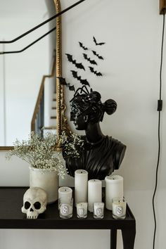 How To Decorate For Halloween (and Still Keep It Chic) (The Teacher Diva) Spooky Decor, Halloween Home Decor, Fall Home Decor, Holidays Halloween, Halloween Diy, Halloween Decorations, Classy Halloween, Modern Halloween, Halloween Tricks