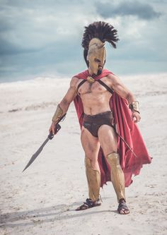 Leonidas from 300 by Leobane Cosplay Spartan Costume, Greek Dress, Greek Soldier, Greek Warrior, Fantasias Halloween, Poses References, Male Cosplay, Stylish Mens Outfits, Roman Soldiers