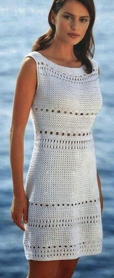 """Uma sugestão para Crochetar: Vestido em crochê com detalhes em """"renda crochê""""."""