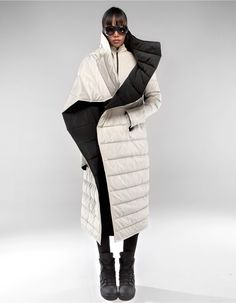 Warm, oversize, high collar long jacket with two sides, zip pockets and overlap closing by snap buttons Long Jackets, Winter Jackets, Puffer Coat With Hood, Cool Coats, Black And White Love, Winter Fashion Outfits, Down Coat, High Collar, Comfortable Outfits