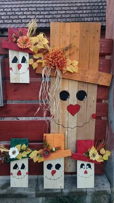 Cute idea to make a big generic, and little ones be holiday ones to change out Fall Wood Crafts, Christmas Wood Crafts, Thanksgiving Crafts, Wooden Crafts, Christmas Projects, Holiday Crafts, Diy Deco Halloween, Halloween Wood Crafts, Outside Fall Decorations