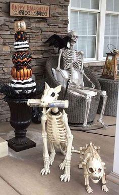 Halloween Door Decorations, Spooky Decor, Theme Halloween, Halloween Trees, Halloween Home Decor, Halloween House, Spirit Halloween, Holidays Halloween, Scary Halloween