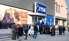 Tilbudene kommer til Bosnien-Hercegovina. Torsdag den 25. marts 2010, åbner de to første JYSK-butikker i Bosnien-Hercegovina i hovedstaden Sarajevo og i byen Vitez, der ligger midt i landet.