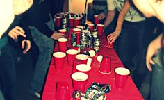 10 jeux d'alcool autre que le Beer-Pong pour te petter la face | Narcity Montréal