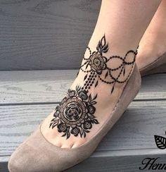 28 Simple and Easy Payal Style Leg Mehndi Designs Leg Henna Designs, Modern Henna Designs, Floral Henna Designs, Legs Mehndi Design, Mehndi Designs For Girls, Mehndi Design Photos, Mehndi Designs For Fingers, Best Mehndi Designs, Mehndi Designs For Hands