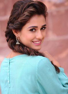Disha Patani New Pics - 6 / 26 photos Beautiful Indian Actress, Beautiful Actresses, Beautiful Women, Disha Patni, Bollywood Actors, Bollywood Oops, Indian Bollywood, Pakistani, Indian Models