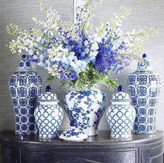 The Well Appointed House ( Blue And White Living Room, Blue And White Vase, White Vases, Blue Vases, Blue Pottery, Ceramic Pottery, Ceramic Art, Chinoiserie Chic, Chinoiserie Wallpaper