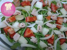 Salada de melão, peito de peru e folhas http://www.anaclaudianacozinha.com/2013/11/salada-de-melao-peito-de-peru-e-folhas.html