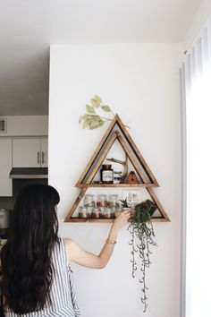4 Profound Hacks: Floating Shelves Diy Cardboard floating shelves different sizes bowls.Floating Shelves Diy Cardboard floating shelf with pictures frames. Mountain Shelf, Geometric Shelves, Triangle Shelf, Triangle Bookshelf, Diy Casa, Diy Inspiration, Boho Home, Gypsy Home Decor, Blog Deco
