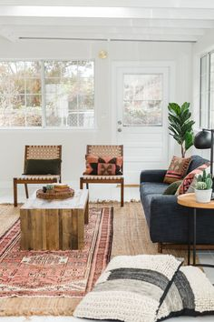 Modern boho living room modern living room with rug and leather woven chairs bohemian interior mid . Mid Century Modern Living Room, Living Room Modern, Living Room Designs, Scandinavian Interior Living Room, Scandinavian Chairs, Scandinavian Design, Home Interior, Interior Design, Stylish Interior