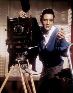 """Smile, and say 'Elvis'"".In his third film of Elvis played photographer Greg Nolan in Live a Little, Love a Little. Michele Carey, Por Tras Das Cameras, Jailhouse Rock, Nancy Sinatra, Roy Orbison, Elvis Presley Photos, Famous Photographers, Celebrity Photographers, Priscilla Presley"