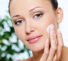 It is not very uncommon to see acne in nose. Your body sheds dead cells regularly and if the dead cells block the oil glands, it forms the acne. Acne is Health Guru, Health Trends, Beauty Care, Beauty Hacks, Beauty Tips, Diy Beauty, Beauty Tutorials, Homemade Beauty, Beauty Solutions