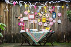 A jornalista TATIANA CRUZ jura que nunca foi jeitosa para tarefas manuais. Mas veja a festa de 5 anos que preparou sozinha para a filha ELENA, no quintal!