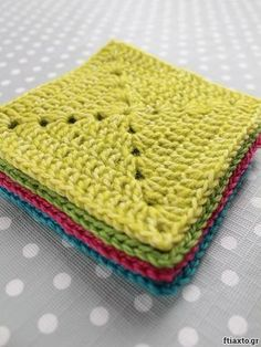 Μάθε να πλέκεις τετραγωνάκι με το βελονάκι σου. Αναλυτικές οδηγίες και video  στο ftiaxto.gr Crochet For Beginners, Crochet Projects, Knit Crochet, Diy And Crafts, Crochet Patterns, Sewing, Knitting, Crocheted Bags, Baby Blankets