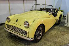 #Triumph #Tr3 au salon de Reims. Reportage complet : http://newsdanciennes.com/2016/03/13/grand-format-les-belles-champenoises-depoque-2016/ #ClassicCar #Vintage #Car #Voiture #Ancienne