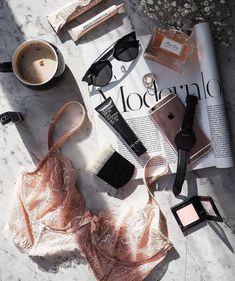 #FlatlayFriday: A personal approach | Husskie | Flatlay, Beauty, Fashion