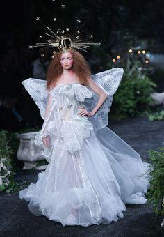 Lily Cole in Christian Dior Haute Couture by John Galliano Fashion Show, Fall/Winter 2005 Dior Haute Couture, Couture Mode, Couture Fashion, Fashion Art, Editorial Fashion, Runway Fashion, Trendy Fashion, Fashion Show, Fashion Design