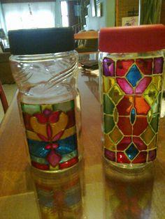 Frascos decorados en falso vitral Painting Glass Jars, Glass Painting Designs, Pottery Painting Designs, Bottle Painting, Diy Painting, Glass Art, Glass Bottle Crafts, Bottle Art, Glass Bottles