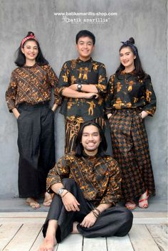 Batik Amarillis made in Indonesia www.batikamarillis-shop.com proudly presents : Batik Amarillis's UNO .. A new Unisex design , this is when women & men can wear same comfy,stylish, unique & quirky piece of clothing - so let's get and work together - United for the greater good 💪 ✌️ ❤️ 🌍 ,