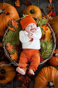 Super Ideas For Baby Boy Photo Shoot Ideas Country Guys Photo Halloween, Halloween Bebes, Halloween Ideas, Baby First Halloween, Happy Halloween, Fall Baby Pictures, Baby Girl Photos, Halloween Baby Pictures, Baby Pumpkin Pictures