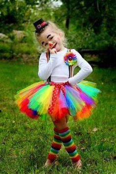 88 der besten DIY No-Sew Tutu Kostüme - Fasching-Karneval-Kostum - halloween costumes Girl Clown Costume, Halloween Tutu Costumes, Little Girl Costumes, Costume Carnaval, Cute Costumes, Halloween Kids, Halloween Party, Lollipop Costume, Teen Costumes