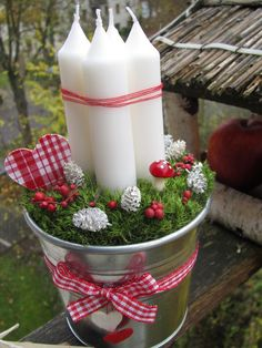 Pohodlně v mechu... Christmas Advent Wreath, Christmas Crafts To Make, Diy Christmas Decorations Easy, Christmas Candles, Valentines Day Decorations, Christmas Holidays, Advent Wreaths, Christmas Arrangements, Christmas Centerpieces